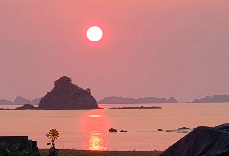 Red rising sun